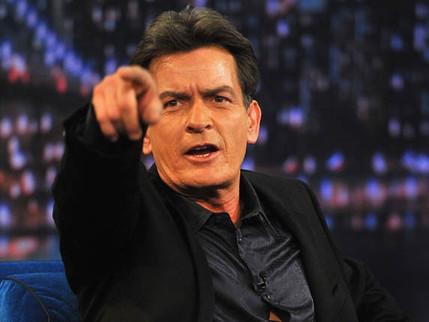 """Charlie Sheen revela ser HIV positivo: """"Sou um sobrevivente"""""""