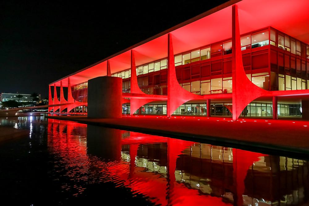 Palácio do Planalto participa da Campanha Dezembro Vermelho, alerta sobre a prevenção da AIDS. (Brasília - DF, 02/12/2015) Foto: Rafael Carlota/PR