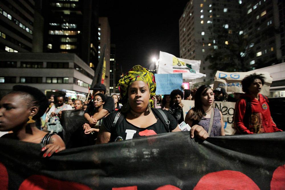 Manifestantes em São Paulo, na Segunda Marcha Internacional pelo Fim do Extermínio do Povo Negro. Foto: Fotos Públicas/Oswaldo Corneti