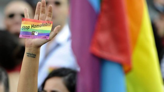 Homossexuais que denunciam violência doméstica precisam sair do armário duas vezes, dizem especialistas