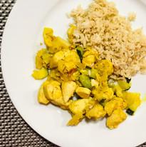 Pollo al curry con calabacín y arroz