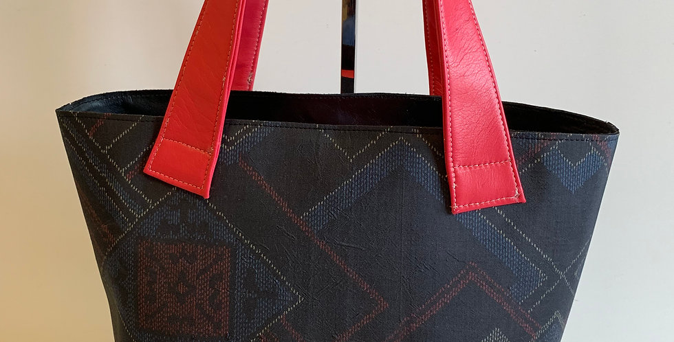B21 黒色紬かご型バッグ