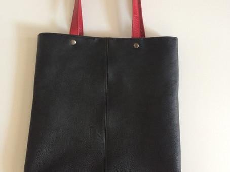 黒革のセカンドバッグ