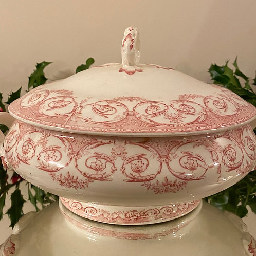 Beautiful French soupière with lid