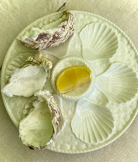 Longchamps pearlescent oyster plates