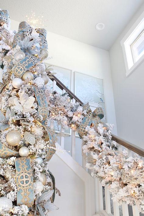 Elegant-Spa-Blue-Entry-Christmas-Tree-Garlands-10-683x1024.jpg