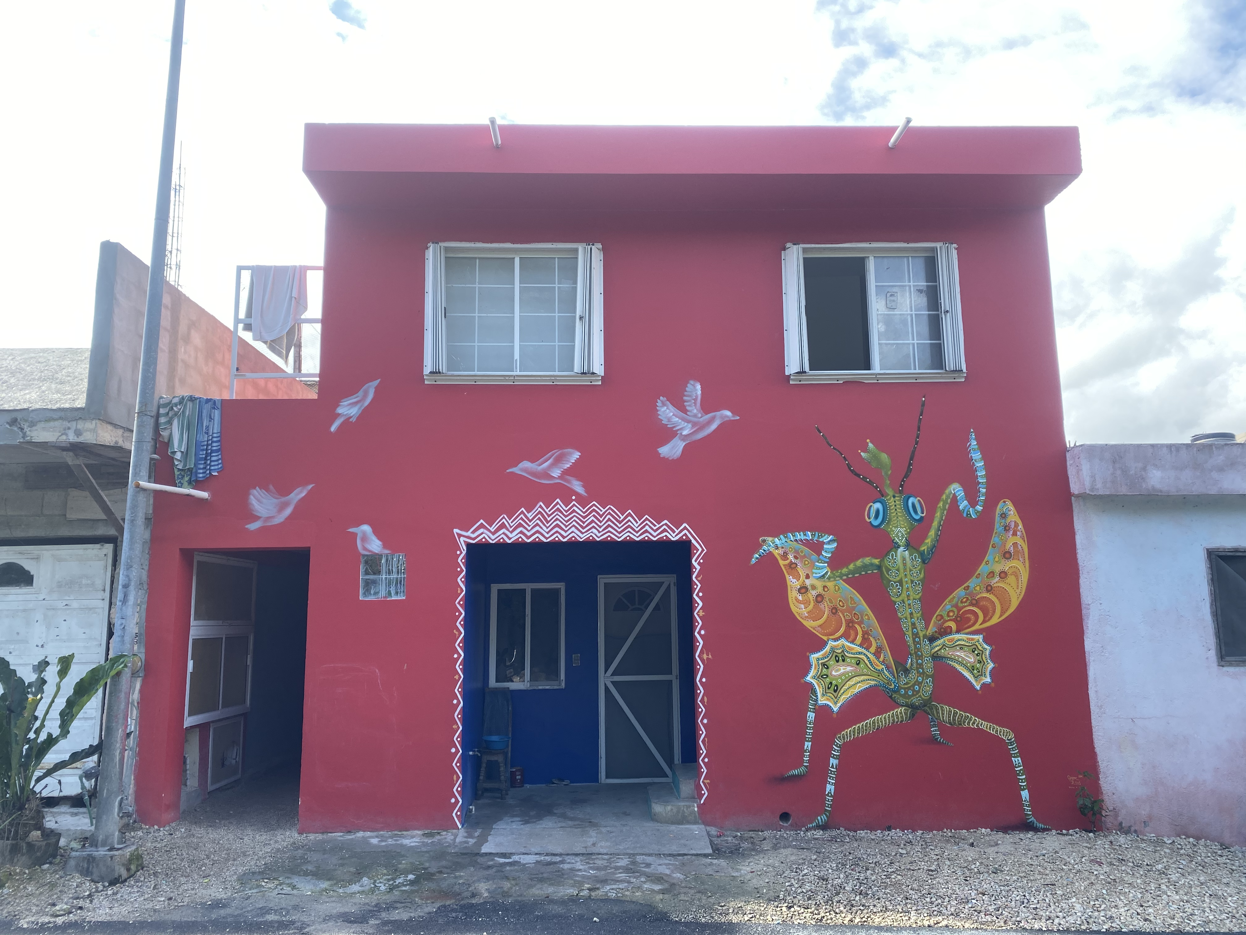 mantis mural in Mexico