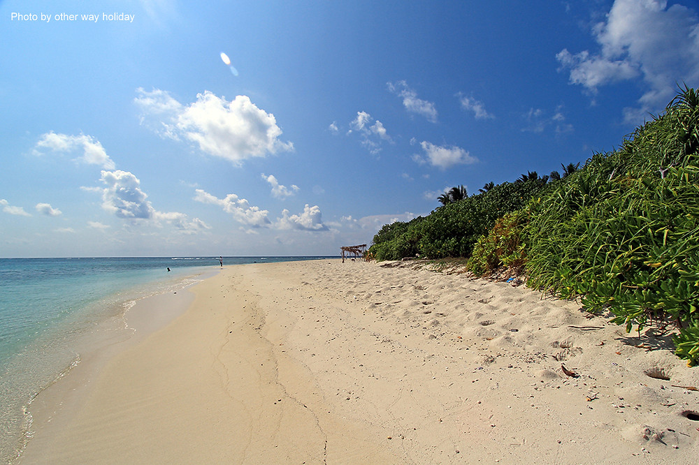 Bikini pláž na Fulidhoo, na Vaavu atolu. Maledivy.