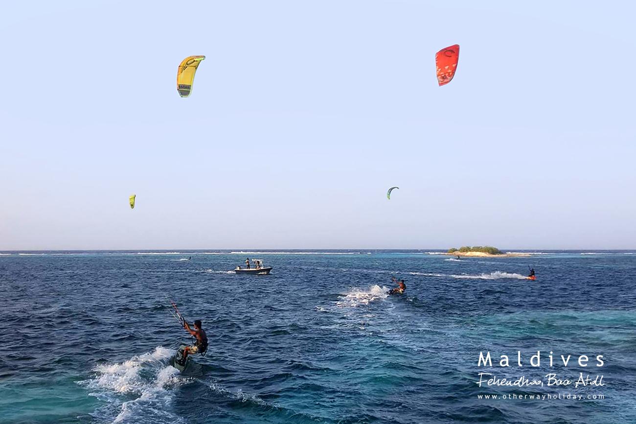 Kiteboarding nebo Kitesurfing