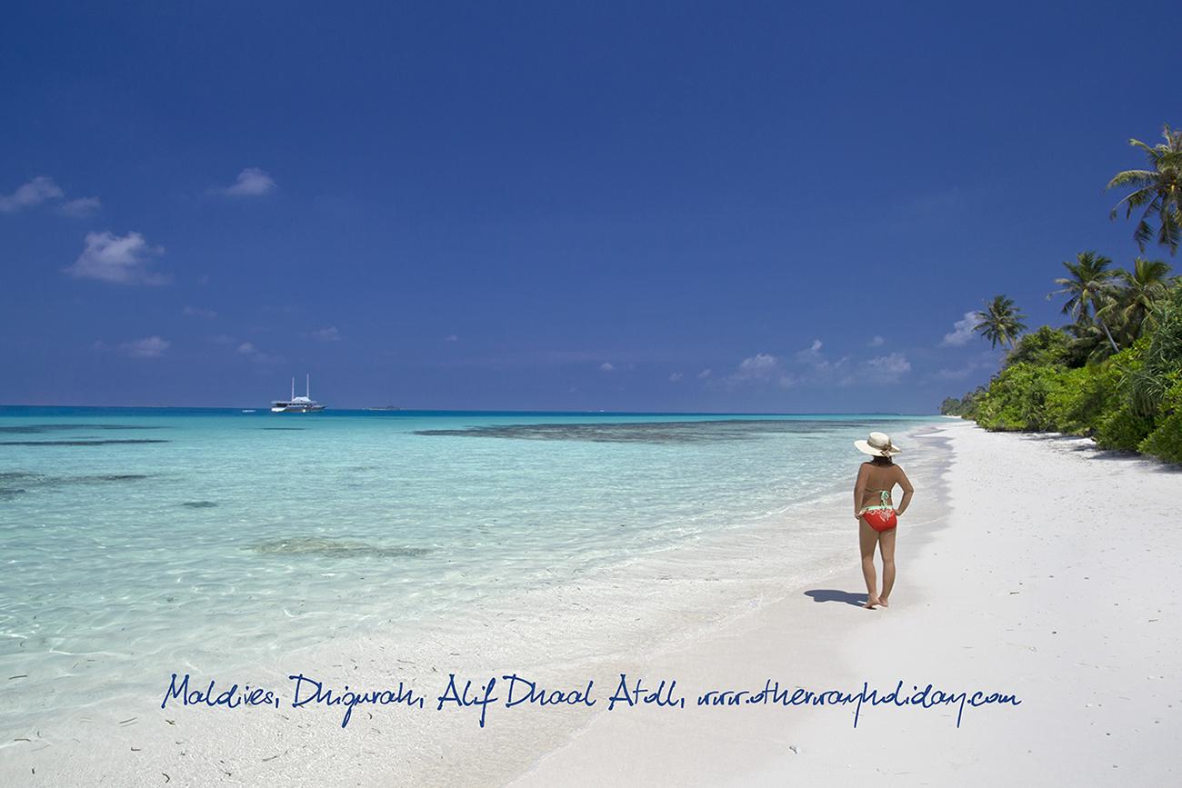 Pláž na ostrově Dhigurah, Maledivy