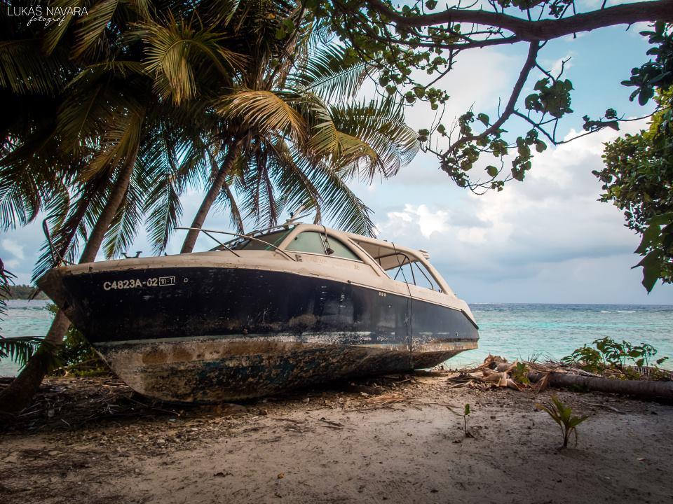 28. Thinadhoo, Maledivy