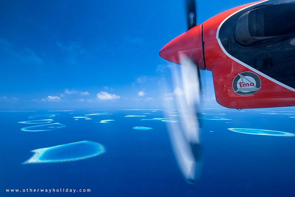Let nad jižním Male atolem, Maledivy.jpg
