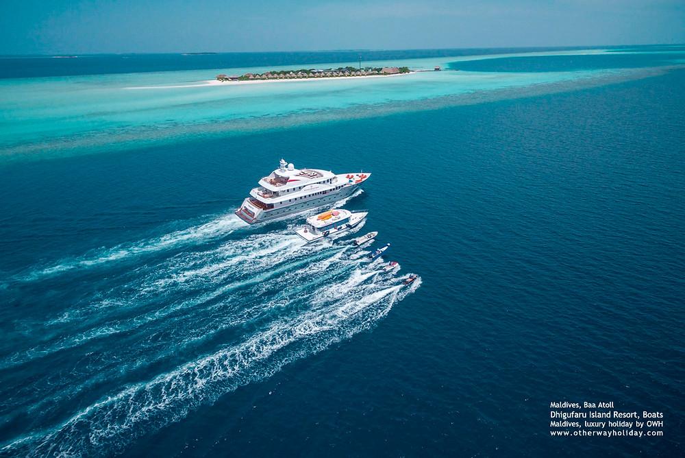 Dhigufaru Resort. Flotila resortu, včetně vlastní luxusní jachty Dhaainkan'baa