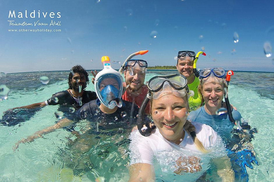 Účastníci zájezdu na Maldivách