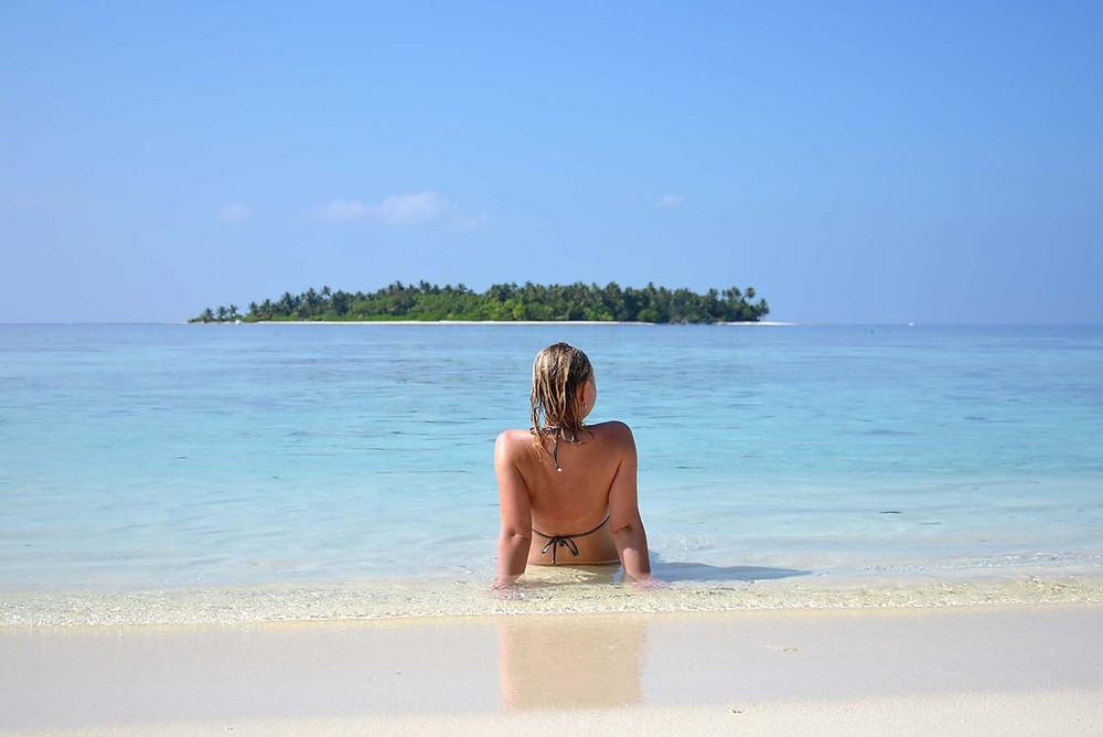 Thinadhoo, Vaavu atol, Maledivy, výhled na ostrov Hulhidhoo
