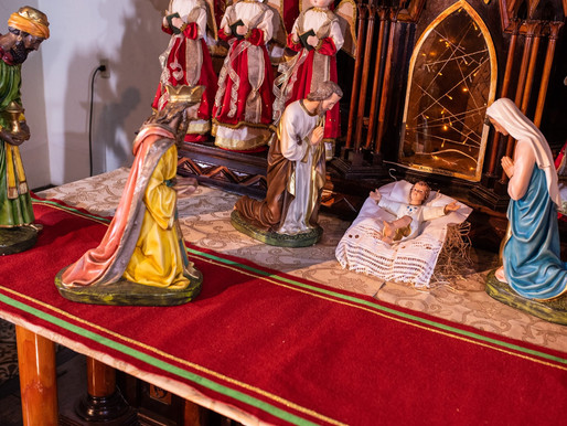 """""""Eles saíram apressadamente e encontraram Maria, José e o recém-nascido deitado na manjedoura"""""""