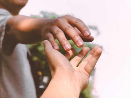 Ver, sentir compaixão e cuidado do outro que sofre