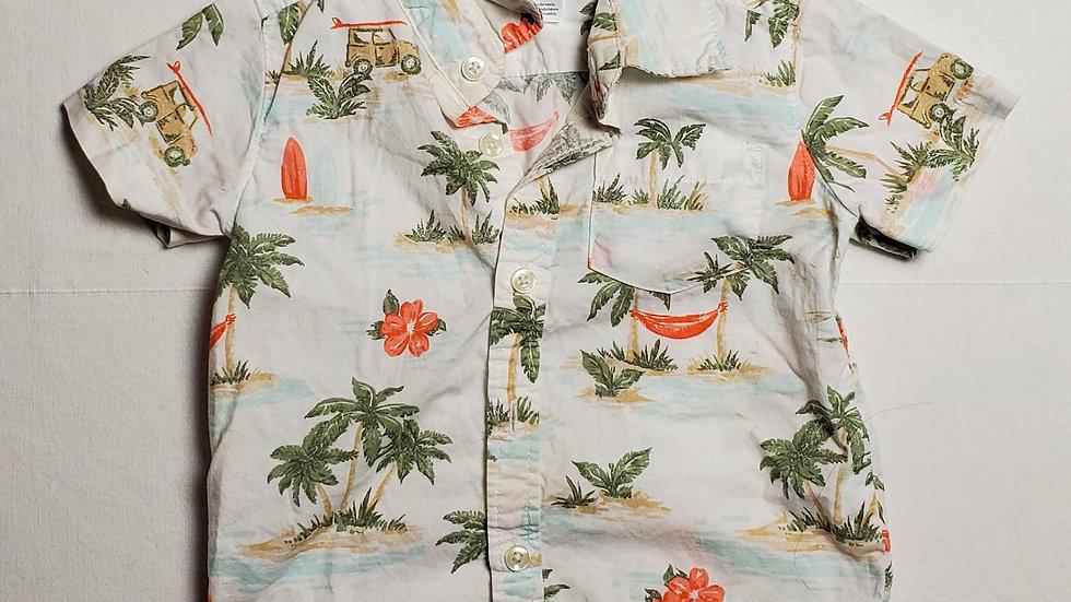camisablanca con figuras de palmeras