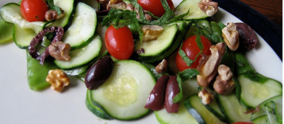 Mediterranean Salad with Toasted Walnuts