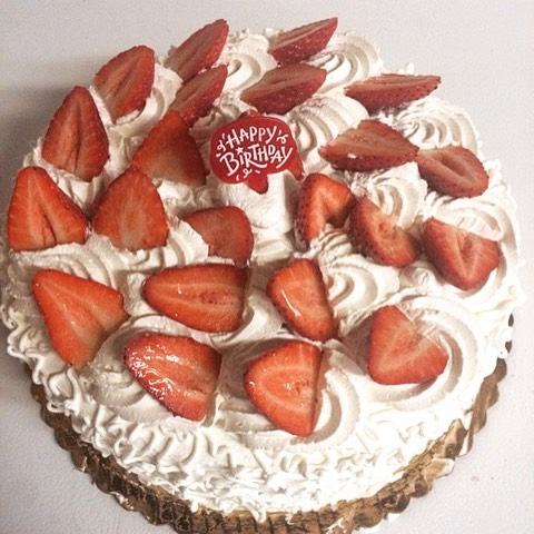 Fresh strawberry shortcake with homemade whip cream icing 🍰#njfood #yummy #homemade #shortcake #pas