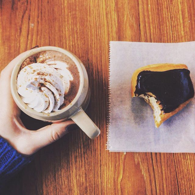 Monday afternoons done the right way 🍩☕️ #njbakery #donuts #hotchocolate #njeats #yum #pastries_