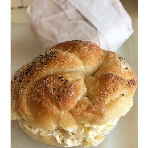 _Just call me butter, cause I'm on a roll!_ #sundaymornings #butteredrolls #njeats #bakerylife #yum