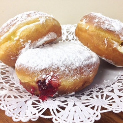 Happy Fat Tuesday! Celebrating by stuffing our faces with these Polish paczki 🍩 #fattuesday #njeats