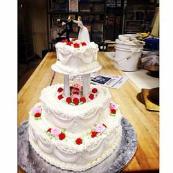 It's wedding season 🍰 #njbakery #weddingcakes #events #njeats #cakes #bakerylife