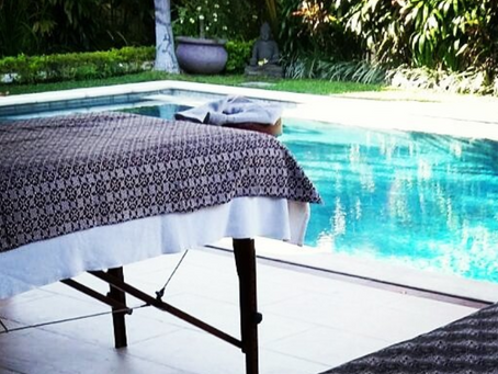 A relaxing massage at your poolside