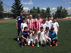 Наши молодые футболисты с ветеранами