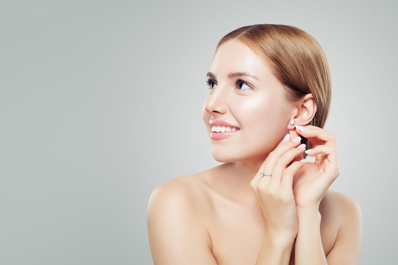 Flutees Premium-Verschlüsse für Ohrringe Ohrstecker Piercings. Aus hochwertigem biokompatiblem Kunststoff zeichnen sich durch ihre außergewöhnliche, hautsympatische und weiche Oberfläche aus.  Das flexible Material schmiegt sich sanft ans Ohrläppchen und hält Ohrschmuck mit dünnen und dicken Stäben gleichermaßen zuverlässig.  Für Ohrringe und Piercings mit Stabstärken bis 2,0 mm.