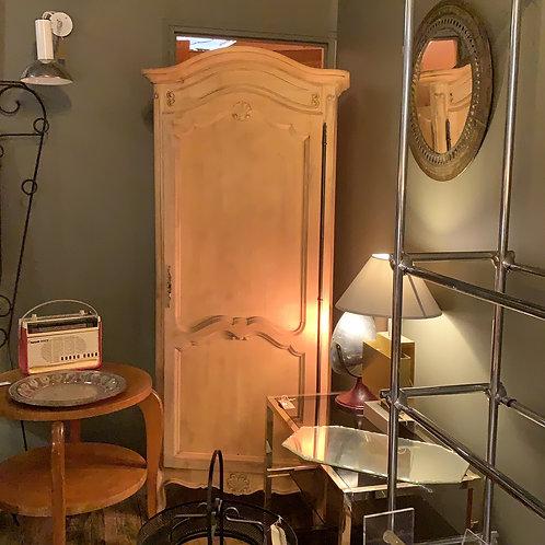Petite armoire en bois brut