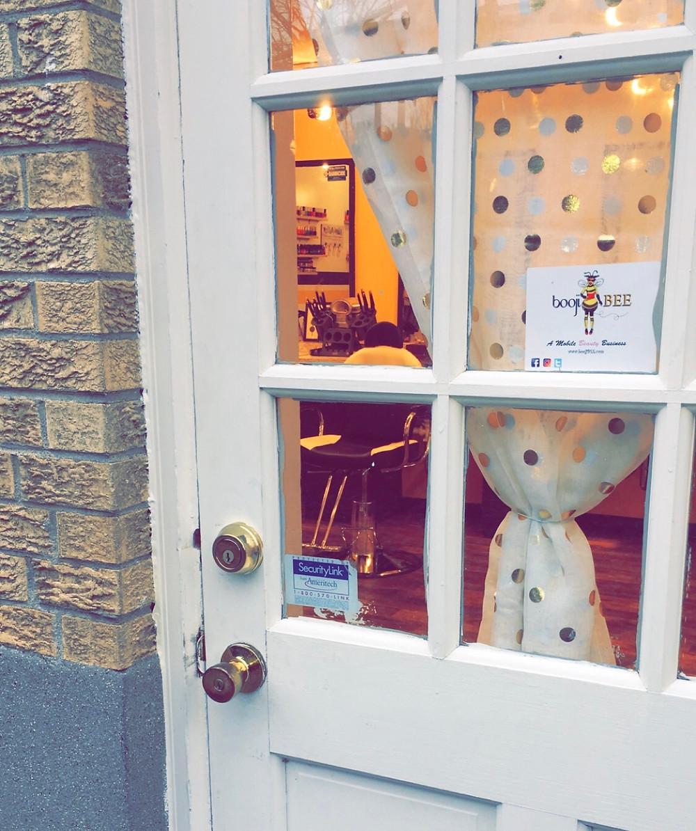 BoojiBEE Salon closes due to covid.