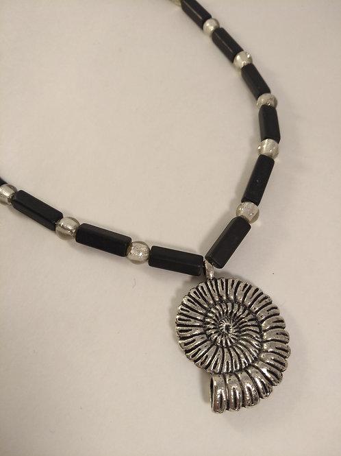 NAUTILUS Halskette schwarz