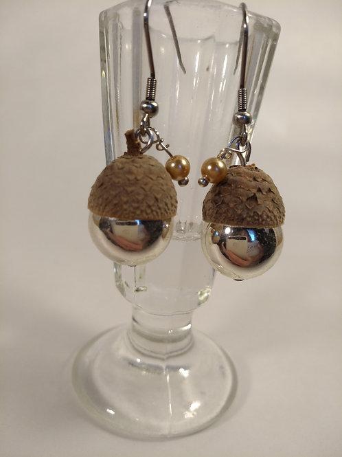 Perlenohrhänger mit Eichelkappe