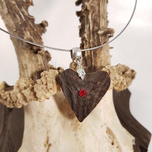 Herzhirsch mit rotem Kristall