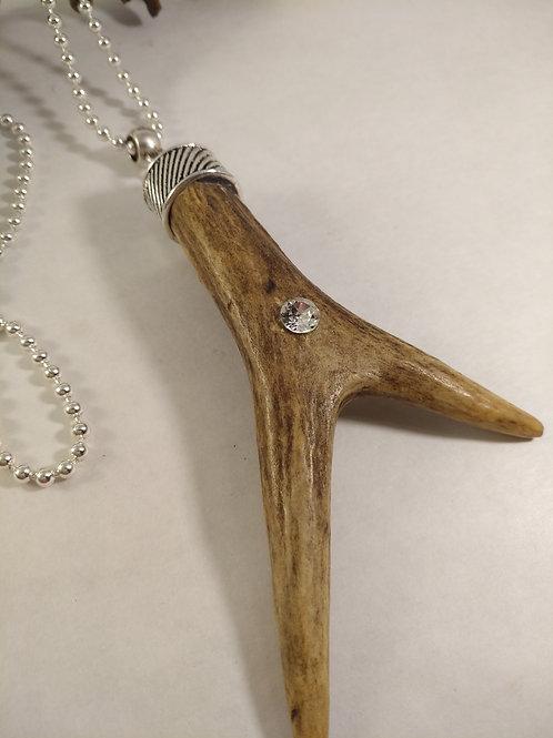 Halskette mit Rehgabel und Kristall