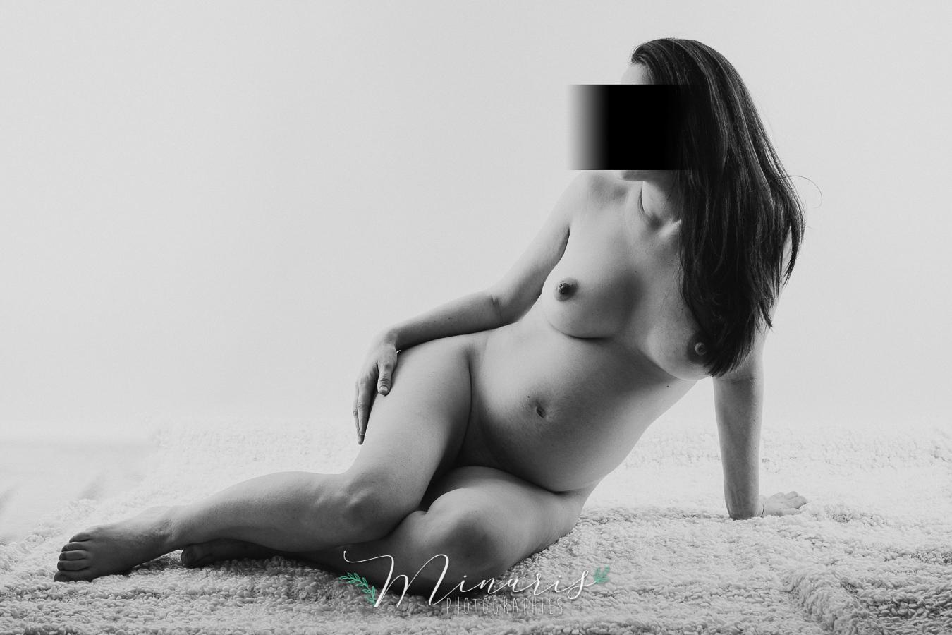 Photographie studio grossesse nue