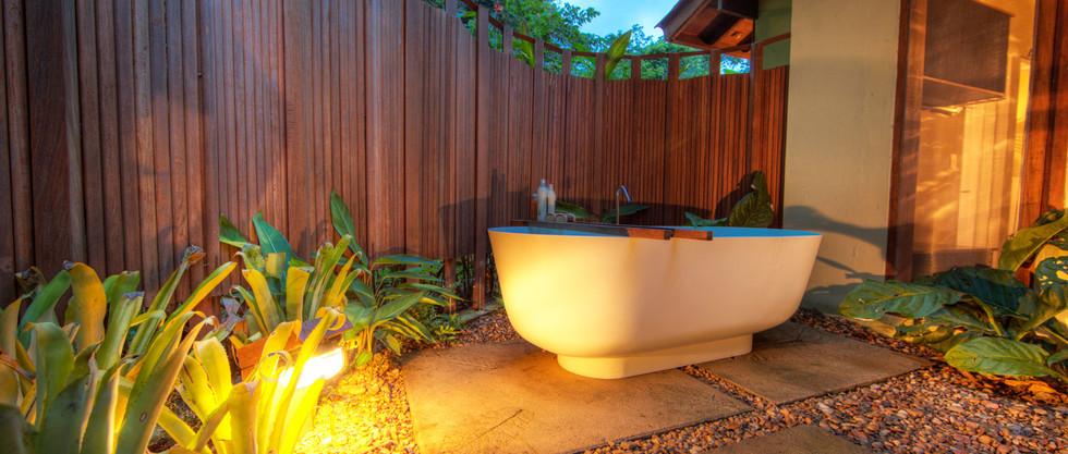 CL-Bathtub at private garden V-Samuel Me