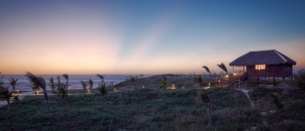 05102018-panoramica-praia-no-por-do-sol-