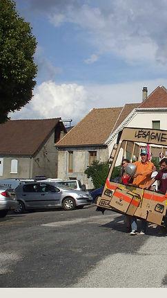 Bus en carton pour le festival Mens Alors ! avec Hsh