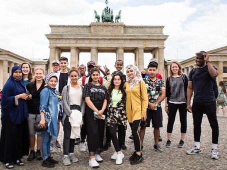 Local Germans helping young refugees to learn German!
