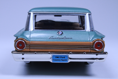 GC-003 A  1961 FORD COUNTRY SQUIRE Metallic Green