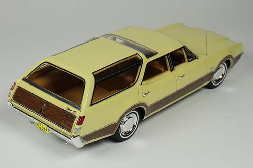 GC-040 B 1969 Oldsmobile Vista Cruiser color Saffron