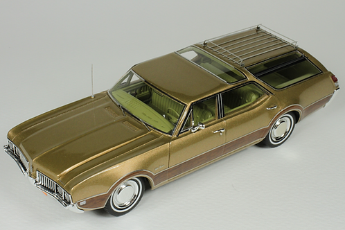GC-040 A 1969 Oldsmobile Vista Cruiser color Aztec Gold