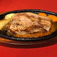 肉厚ジューシーな豚ロースステーキ