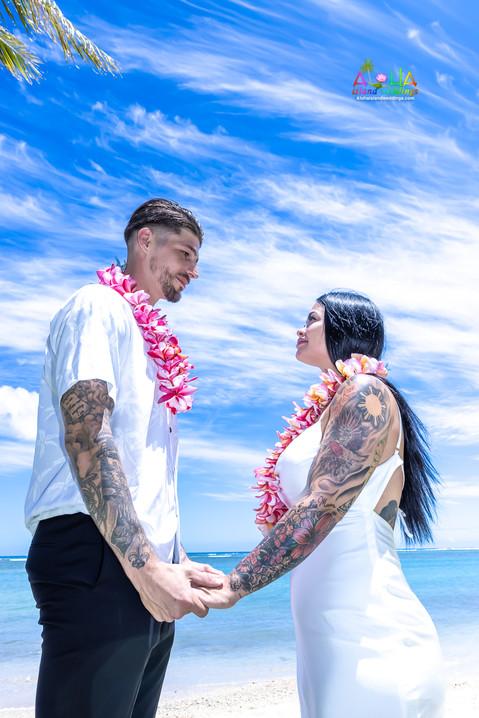 Wedding-Picture-at-Kahala-Beach-1A-192.jpg