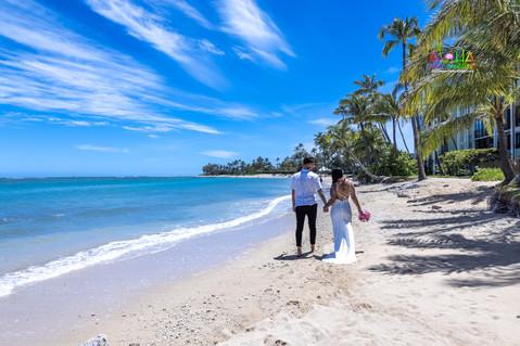 Wedding-Picture-at-Kahala-Beach-1A-336.jpg