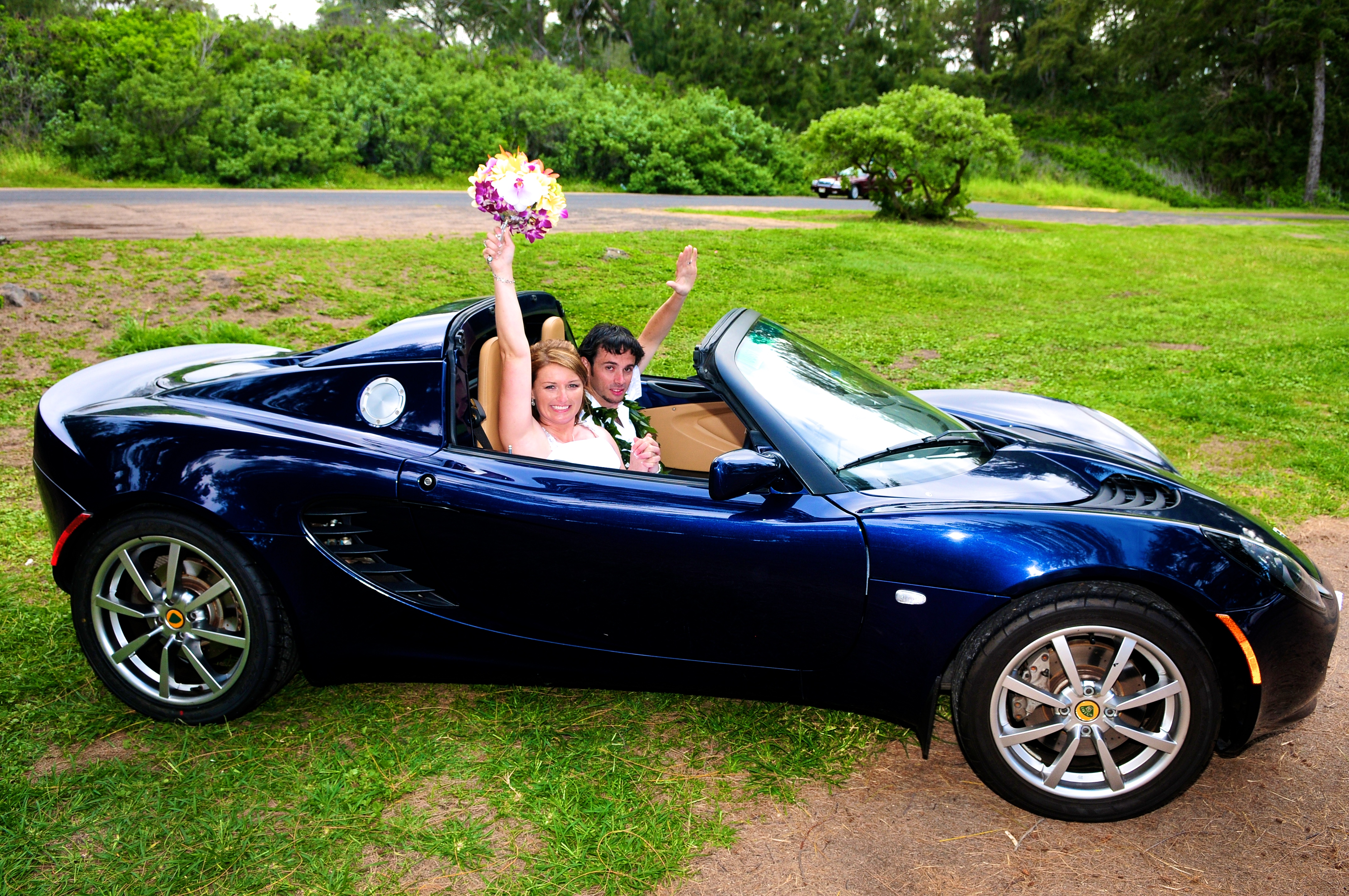 alohaislandweddings- Lotus car -32
