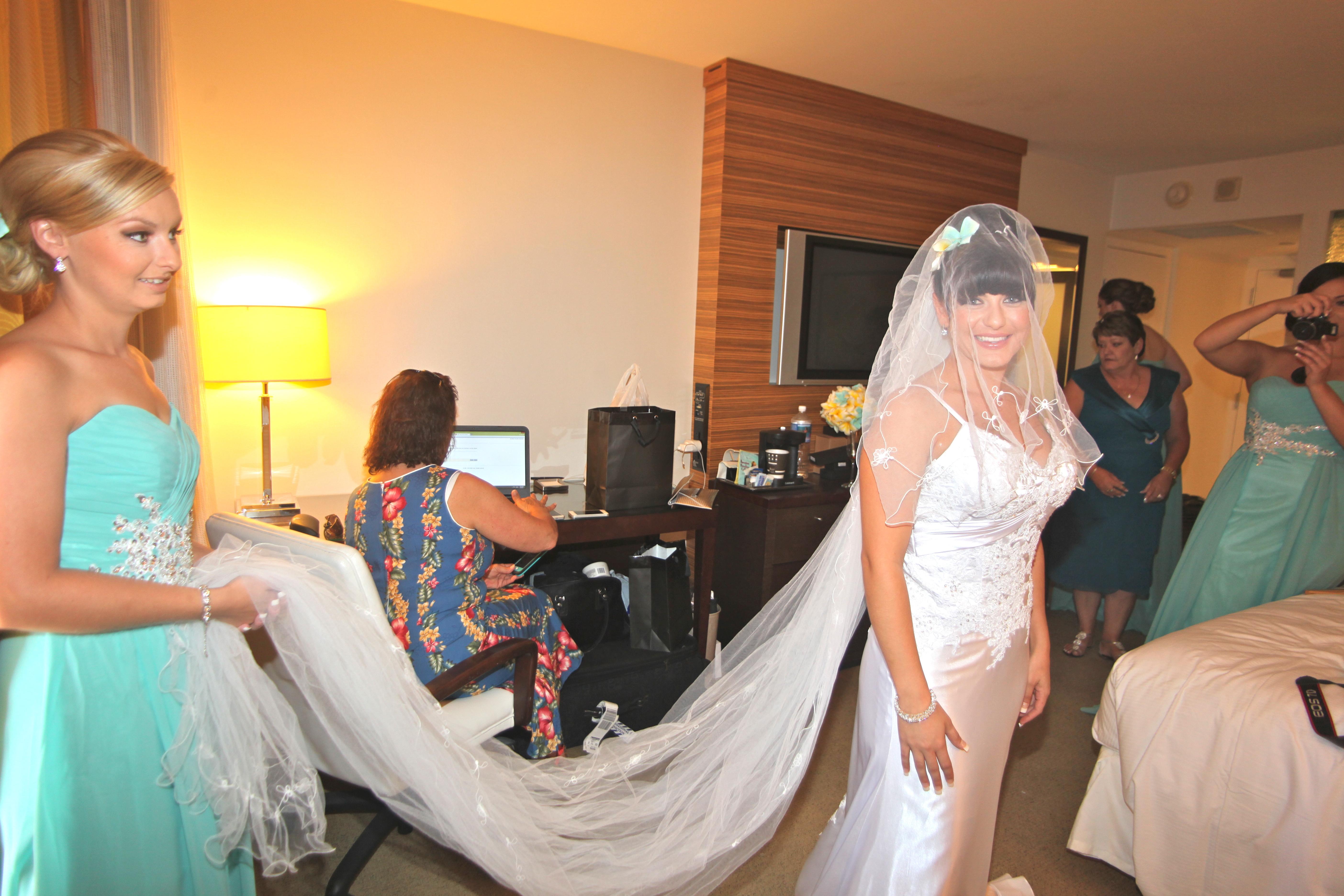 Alohaislandweddings.com- Pre wedding In The hotel room -48